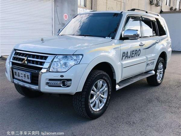 三菱 2019款 帕杰罗V97 3.8L 五门 GLS 双差 天窗(中东)