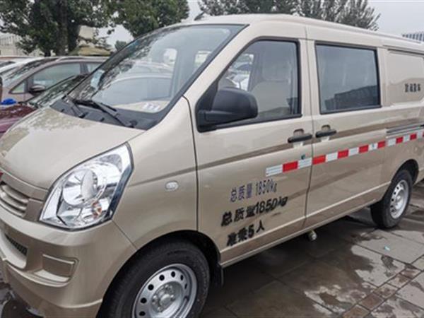 五菱荣光S 2021款 1.2L 基本型厢式运输车 5座 国VI