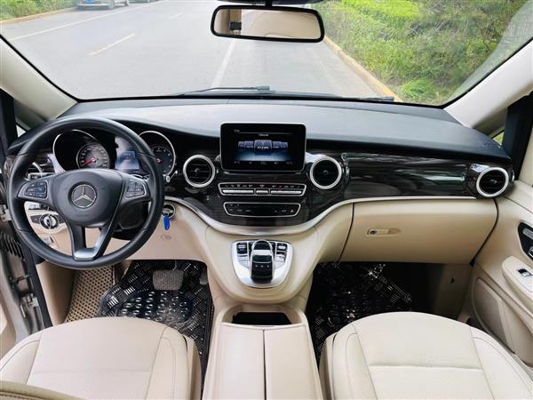 奔驰V级 2017款 V 260 尊贵版