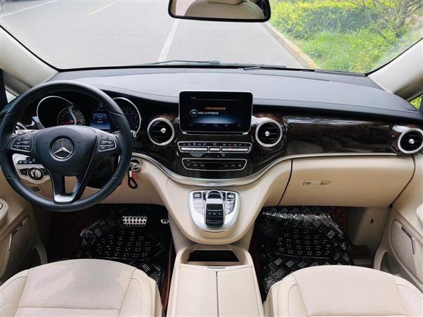 奔驰V级 2016款 V 260 L 尊贵加长版